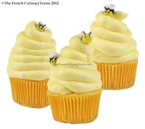 Fondant Bumble Bee Cupcake Group